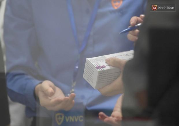 Cập nhật: Những người đầu tiên tại Hà Nội và TP.HCM được tiêm vaccine phòng Covid-19 - Ảnh 8.