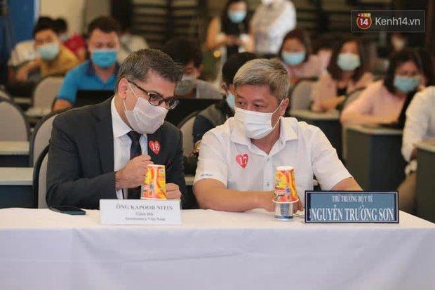 Cập nhật: Những người đầu tiên tại Hà Nội và TP.HCM được tiêm vaccine phòng Covid-19 - Ảnh 15.