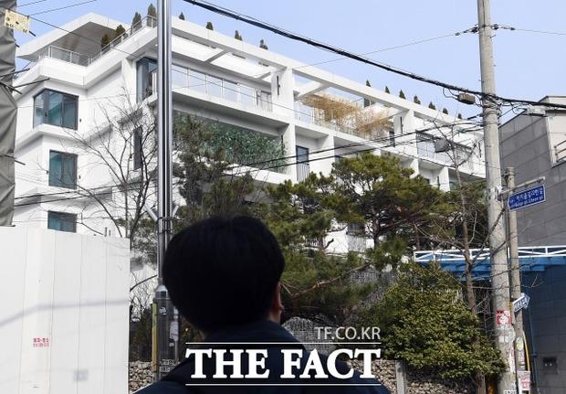 Hyun Bin - Son Ye Jin sắp cưới? Phóng viên đã tìm ra câu trả lời sau khi đến hẳn penthouse điều tra và phỏng vấn công ty - Ảnh 5.