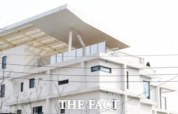 Hyun Bin - Son Ye Jin sắp cưới? Phóng viên đã tìm ra câu trả lời sau khi đến hẳn penthouse điều tra và phỏng vấn công ty - Ảnh 4.