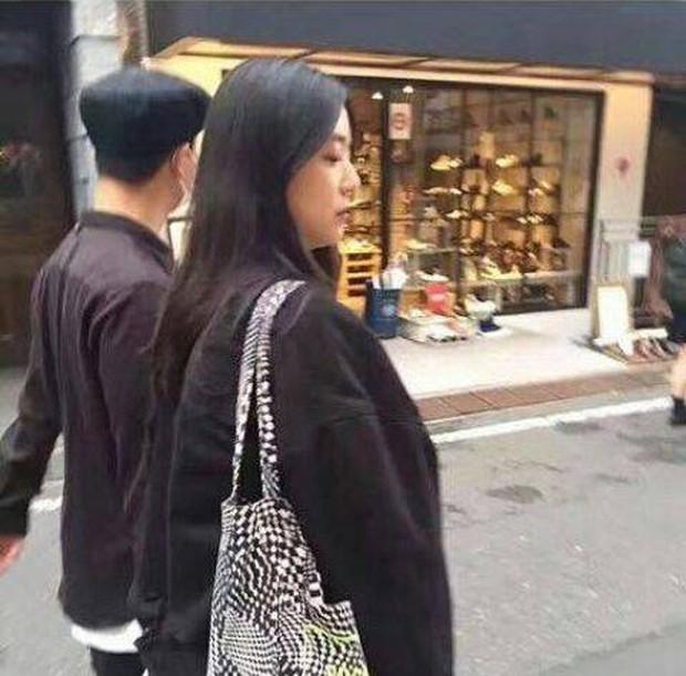 Bà xã Kang Gary được nhận xét có ngoại hình giống Song Ji Hyo? - Ảnh 1.