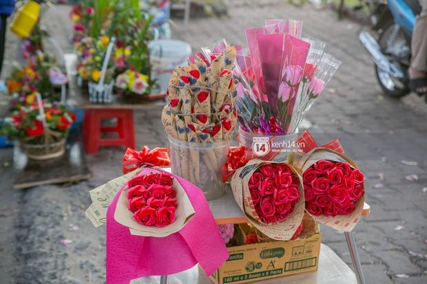 Hóng chuyện với bà bán hoa ngày 8/3: Có thanh niên đòi mua 1 tặng 1, tôi tò mò chẳng lẽ có 2 cô bồ hay gì? - Ảnh 5.