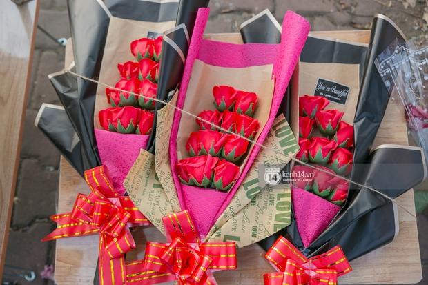 Hóng chuyện với bà bán hoa ngày 8/3: Có thanh niên đòi mua 1 tặng 1, tôi tò mò chẳng lẽ có 2 cô bồ hay gì? - Ảnh 6.