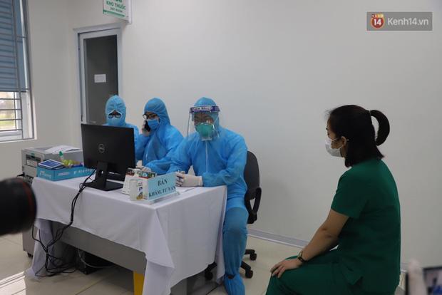 Cập nhật: Những người đầu tiên tại Hà Nội và TP.HCM được tiêm vaccine phòng Covid-19 - Ảnh 11.
