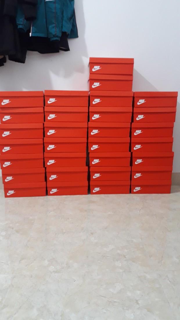 Quà 8/3 xịn đét: Mỗi cô bạn trong lớp được tặng một hộp giày Nike, mở ra biết hội con trai tâm lý cỡ nào! - Ảnh 4.