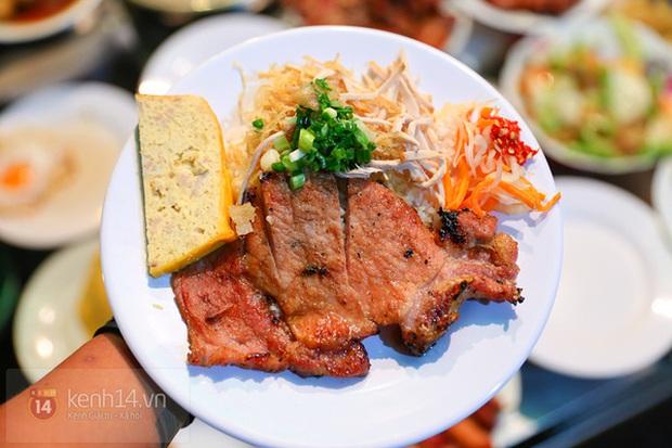 Ăn cơm tấm theo cách ngược đời, chàng trai khiến dân mạng nhấn phẫn nộ hàng loạt: Ở Sài Gòn chúng tôi không làm thế! - Ảnh 1.