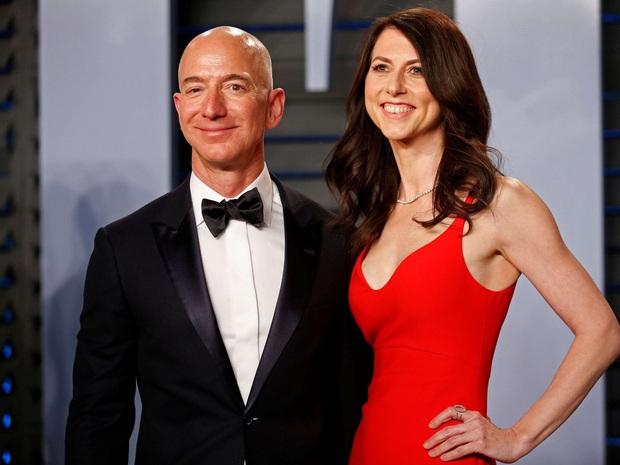 Vợ cũ tỷ phú Amazon gây bất ngờ khi tái hôn với một giáo viên bình thường, chồng cũ ngay lập tức có động thái lên tiếng - Ảnh 3.