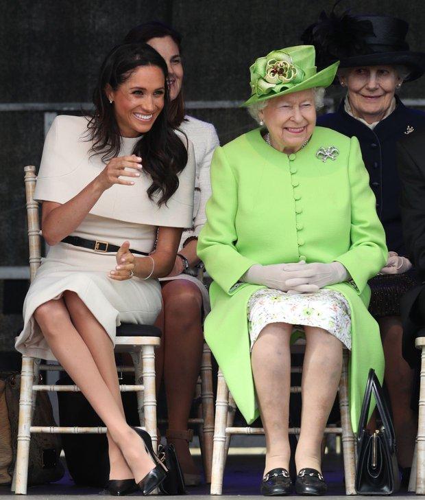 Vừa bị Nữ hoàng Anh lấy lại tất cả, Meghan Markle liền lên tiếng nhận xét về bà trong cuộc phỏng vấn Một Lần Kể Hết khiến dư luận bất ngờ - Ảnh 2.