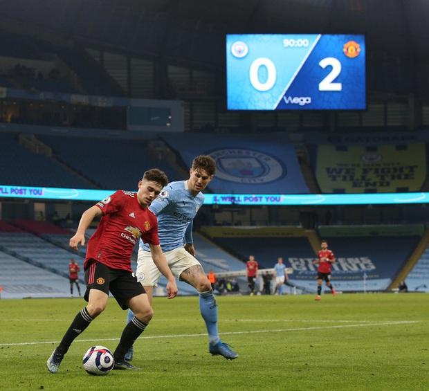 MU đá trận hay nhất từ đầu mùa, chấm dứt chuỗi 21 trận toàn thắng của Man City - Ảnh 1.