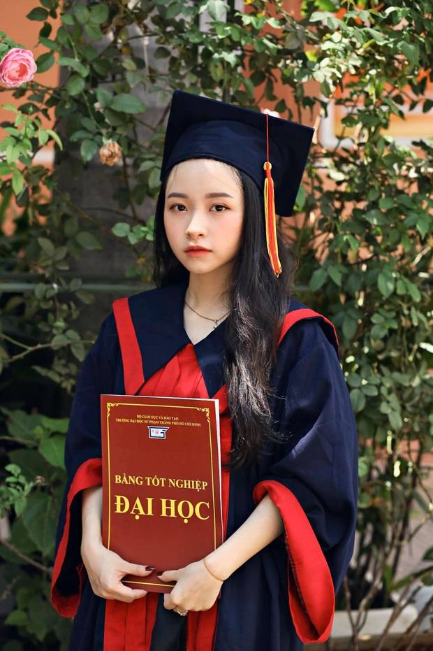 Những cô giáo gây bão mạng xã hội: Người lọt top hoa hậu cùng HHen Niê, người nổi như cồn vì lên đồ đi dạy chẳng trùng bộ nào - Ảnh 2.