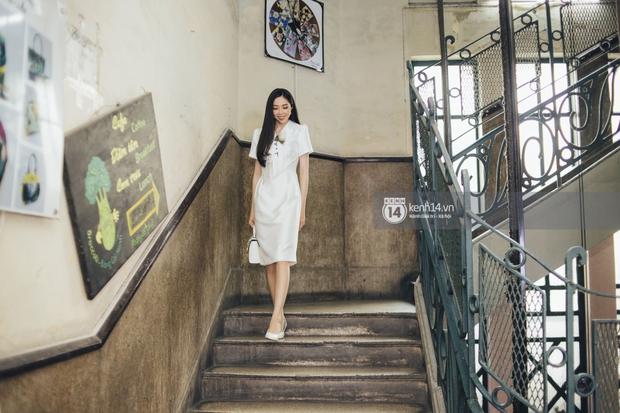 Những cô giáo gây bão mạng xã hội: Người lọt top hoa hậu cùng HHen Niê, người nổi như cồn vì lên đồ đi dạy chẳng trùng bộ nào - Ảnh 7.