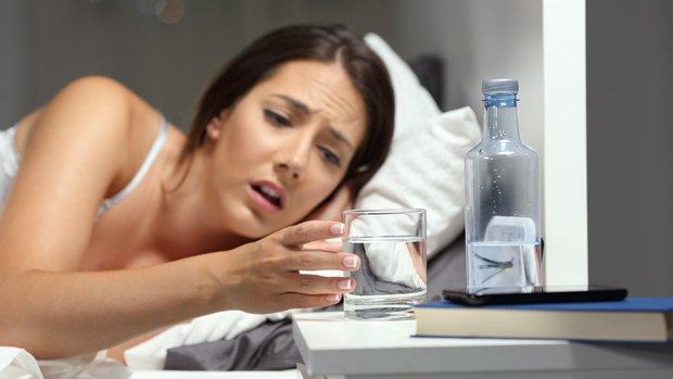 4 biểu hiện khi uống nước cho thấy sức khỏe của bạn đang có vấn đề, nếu không có thì chứng tỏ bạn vẫn rất khỏe mạnh - Ảnh 3.