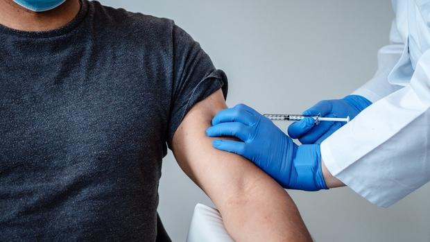 Người được tiêm vaccine có thể phát tán virus SARS-CoV-2 hay không? - Ảnh 1.