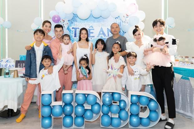 Phạm Quỳnh Anh - Quang Huy hội ngộ mừng sinh nhật con gái út, khung ảnh gia đình khiến netizen đồng loạt mong tái hợp - Ảnh 8.
