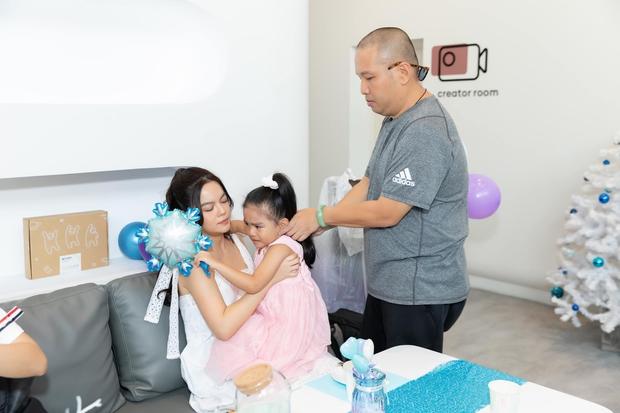 Phạm Quỳnh Anh - Quang Huy hội ngộ mừng sinh nhật con gái út, khung ảnh gia đình khiến netizen đồng loạt mong tái hợp - Ảnh 6.