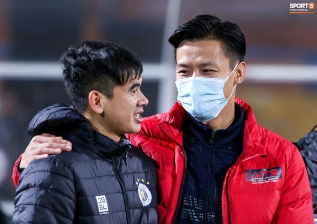 Cầu thủ, CĐV có thân nhiệt trên 37,5 độ C bị cấm vào sân ở V.League 2021 - Ảnh 1.