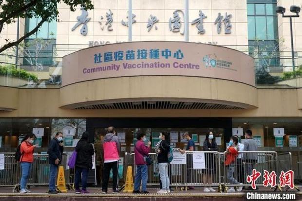 Người thứ 3 ở Hong Kong tử vong sau khi tiêm vaccine Covid-19 Sinovac của Trung Quốc - Ảnh 1.