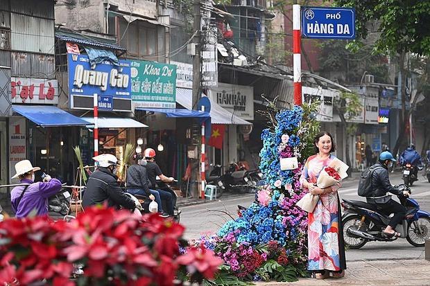 """Hơn 100 cột đèn """"nở hoa"""" giữa trung tâm Hà Nội - Ảnh 10."""