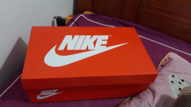 Quà 8/3 xịn đét: Mỗi cô bạn trong lớp được tặng một hộp giày Nike, mở ra biết hội con trai tâm lý cỡ nào! - Ảnh 7.