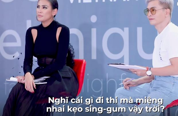 Next Top Model: Nàng Á hậu bị Võ Hoàng Yến dằn mặt cực gắt vì thản nhiên nhai kẹo cao su khi casting - Ảnh 4.
