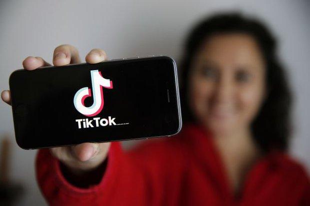 Cô gái tình cờ hóa giải được nỗi đau canh cánh hàng chục năm của cả đại gia đình nhờ... lướt clip TikTok - Ảnh 1.