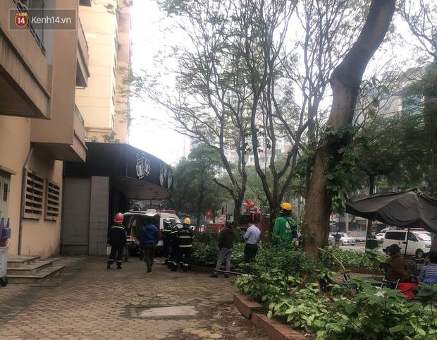 Hà Nội: Nữ sinh lớp 10 rơi từ tầng cao chung cư xuống mái tôn tử vong - Ảnh 3.