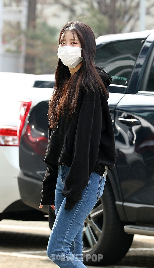 Dàn mỹ nhân đi làm mà như sàn diễn đọ sắc: Sunmi át cả Goo Hye Sun già nua, 2 thành viên 2NE1 bị đèn flash hại thậm tệ - Ảnh 16.