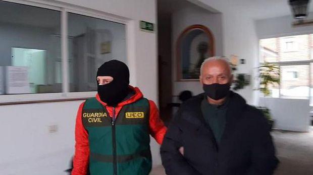 Trùm Mafia Ý bị bắt khi đang đi xin việc làm - Ảnh 2.