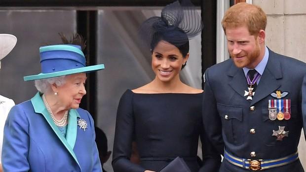 Vợ chồng Meghan phỏng vấn Một lần kể hết: Vừa bị Nữ hoàng Anh vĩnh viễn loại khỏi gia tộc, Harry liền có chia sẻ về bà nội khiến ai cũng chạnh lòng - Ảnh 2.
