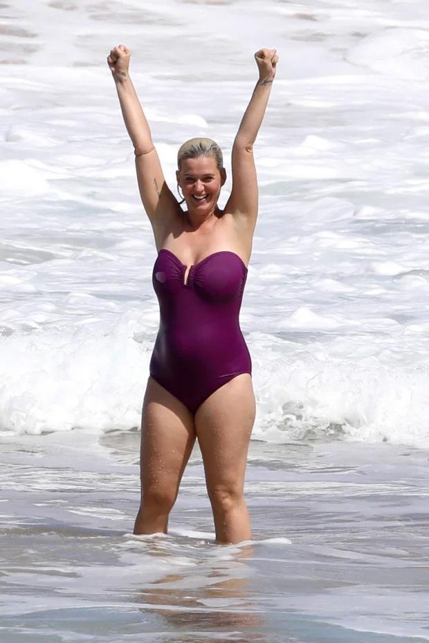 Không nhận ra Katy Perry bốc lửa ngày nào: Body nặng nề, chân nhăn nheo và rạn da nghiêm trọng đến xót xa - Ảnh 6.