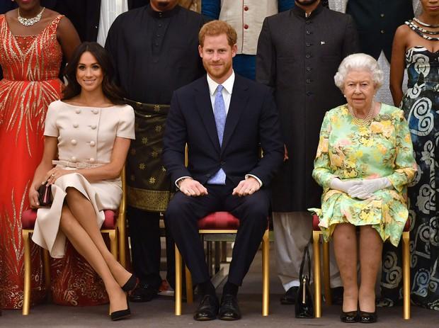 Khủng hoảng Hoàng gia Anh: Cả gia tộc hỗn loạn sau buổi phỏng vấn kể hết của Meghan và Harry với cáo buộc phân biệt chủng tộc nghiêm trọng - Ảnh 3.