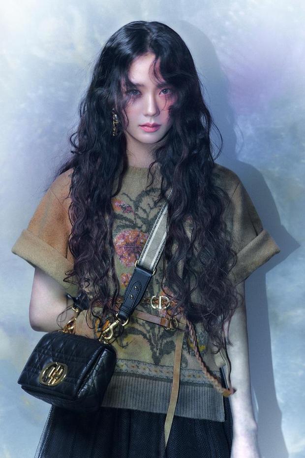 Khổ thân Jisoo lẫn BLACKPINK, có bộ hanbok thiết kế riêng rồi mà cứ bị đạo nhái mãi thôi! - Ảnh 9.
