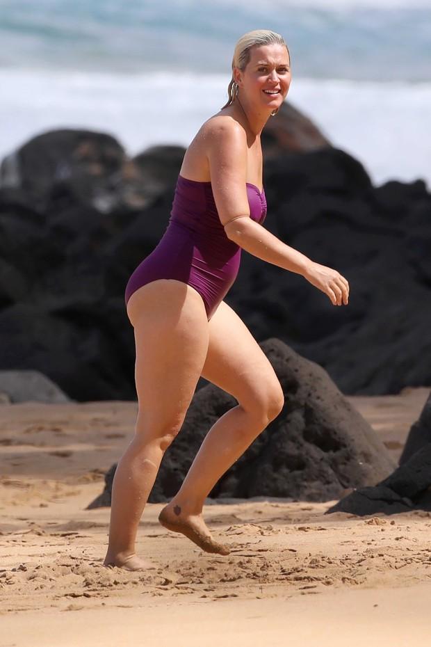 Không nhận ra Katy Perry bốc lửa ngày nào: Body nặng nề, chân nhăn nheo và rạn da nghiêm trọng đến xót xa - Ảnh 4.