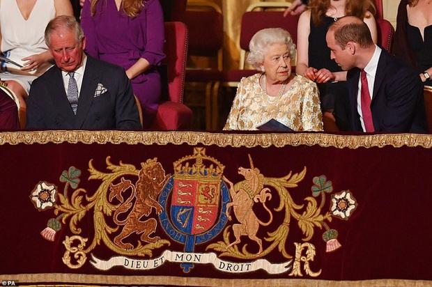 17 triệu người xem cuộc phỏng vấn Hoàng tử Harry và vợ tố gia đình hoàng gia - Ảnh 1.