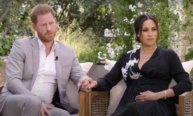 Chiêu trò thâm sâu của Meghan Markle ít ai nhận ra trong cuộc phỏng vấn bom tấn khiến Hoàng gia như ngồi trên đống lửa - Ảnh 1.