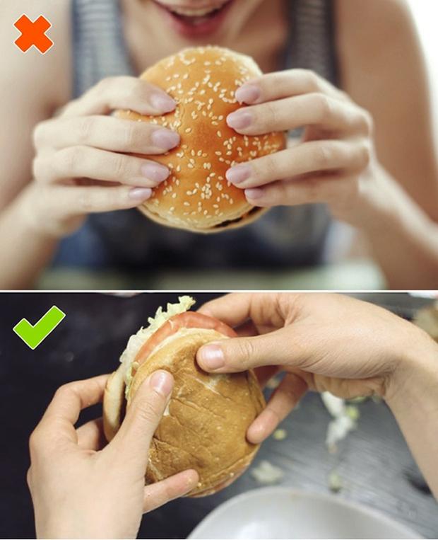 Từ lầm tưởng đã hamburger lại còn nhân bò, cùng tìm hiểu nguồn gốc của món ăn nhanh bị ẩm thực đường phố Việt Nam đánh bầm dập - Ảnh 3.