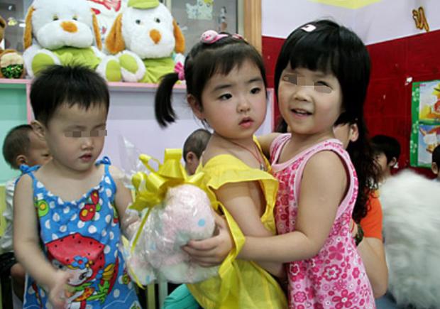 Bé gái 3 tuổi thoát chết kỳ diệu trong trận động đất thảm khốc ở Trung Quốc và hành trình trưởng thành khó tin của thiên thần một chân - Ảnh 4.