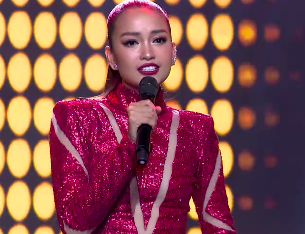 Hoa hậu Ngọc Châu là chân dài tiếp theo bị netizen chê khi cầm mic khoe giọng trên truyền hình - Ảnh 4.
