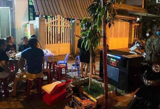 Đà Nẵng: Mở nhạc, hát karaoke gây ồn ào bị phạt đến 1 triệu đồng - Ảnh 1.