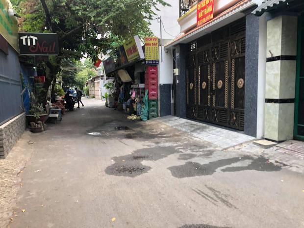 TP.HCM: Cô gái 21 tuổi kêu cứu thảm thiết rồi gục ngã ngoài đường, 1 thanh niên tử vong trong phòng trọ - Ảnh 2.