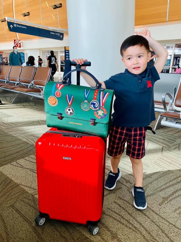 Sinh ra đã chạm vạch đích, chủ tịch nhí nhà Đan Trường mang cả cây đồ hiệu đắt đỏ đi du lịch Hawaii chào hè - Ảnh 2.