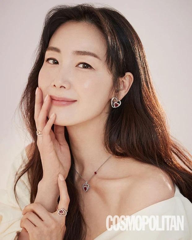 Choi Ji Woo khoe nhan sắc hack tuổi kinh ngạc, thế nhưng netizen chỉ dán mắt vào view sông Hàn đẳng cấp phía sau cô - Ảnh 8.
