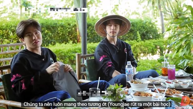 Ăn đồ nước ngoài không hợp miệng, nam idol GOT7 tự cứu mình bằng một loại gia vị đặc biệt của quê nhà - Ảnh 7.