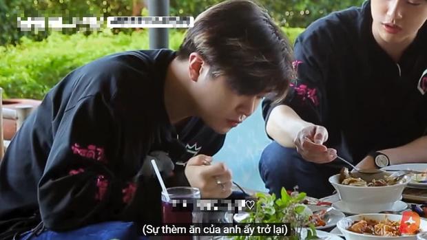 Ăn đồ nước ngoài không hợp miệng, nam idol GOT7 tự cứu mình bằng một loại gia vị đặc biệt của quê nhà - Ảnh 6.