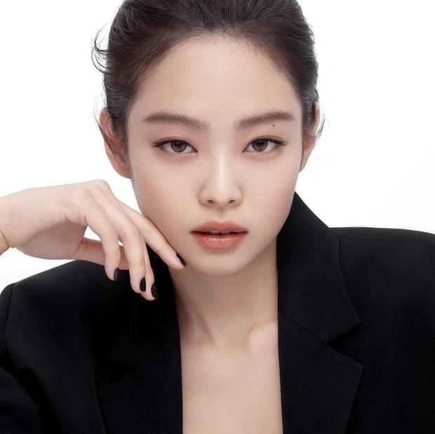 6 gương mặt đẹp nhất Kpop: Irene gây tranh cãi sau phốt thái độ, vị trí của Jennie so với Yoona - Suzy gây bất ngờ - Ảnh 10.