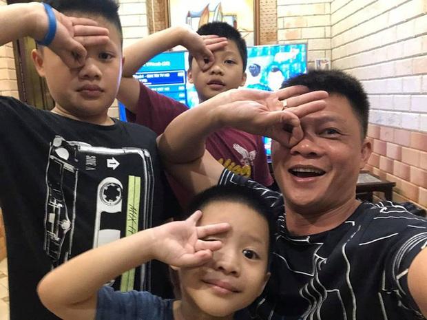 Con trai út nhà BTV Quang Minh mới lớp 1 đã được cô giáo giao vị trí này, nhưng bố nghe xong toát mồ hôi hột vì áp lực giùm - Ảnh 3.