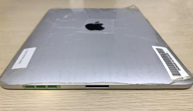 Hóa ra Apple từng có ý định làm một chiếc iPad có tới hai cổng kết nối, vừa sạc vừa cắm dock bàn phím - Ảnh 2.