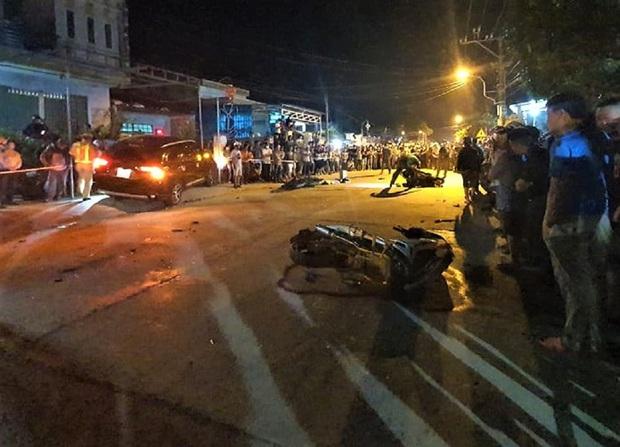 Nhân chứng vụ xe điên tông hàng loạt xe máy, 7 người thương vong: Ô tô lạng lách và chạy tốc độ cao, cảnh tượng rất thảm khốc - Ảnh 1.