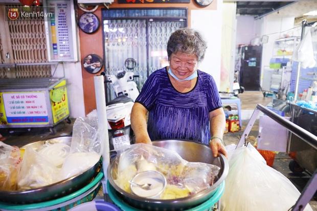 3 câu chuyện nhỏ xíu xứ Tây Đô: Từ tiếng rao sữa đậu nành của chú Vũ, gánh xôi của dì Sáu đến nụ cười 2.000 đồng giữa lòng thành phố - Ảnh 5.