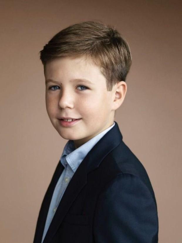Thái tử Đan Mạch điển trai ngời ngời như nam thần, mới 15 tuổi đã sẵn sàng trở thành nhân vật hoàng gia được săn đón nhất - Ảnh 4.